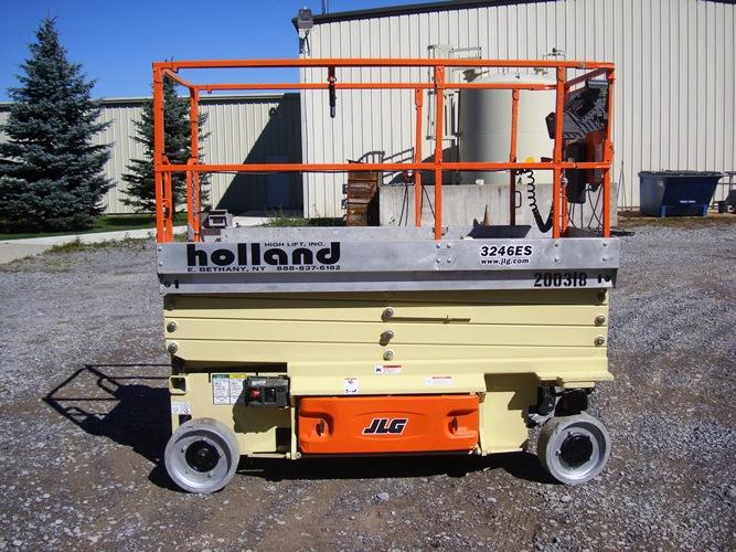 2011 JLG 3246ES