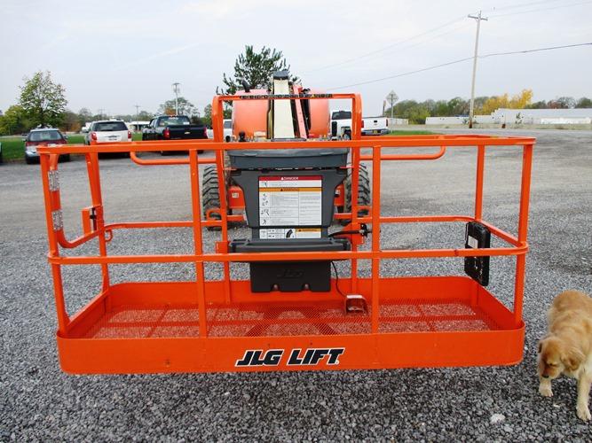 2010 JLG 600S-7