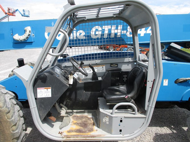 2013 GENIE GTH-844-8