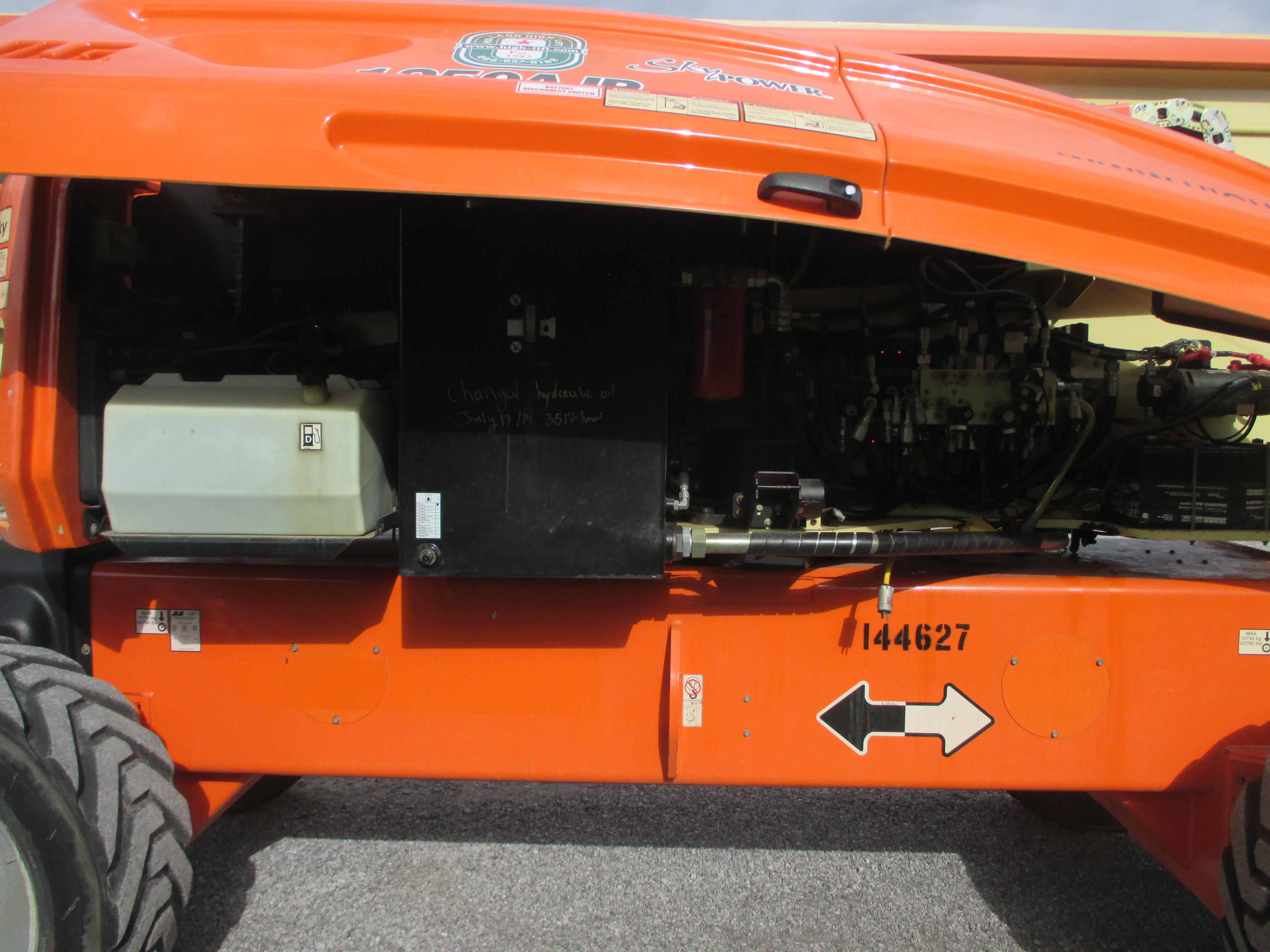 2011 JLG 1250AJP-12