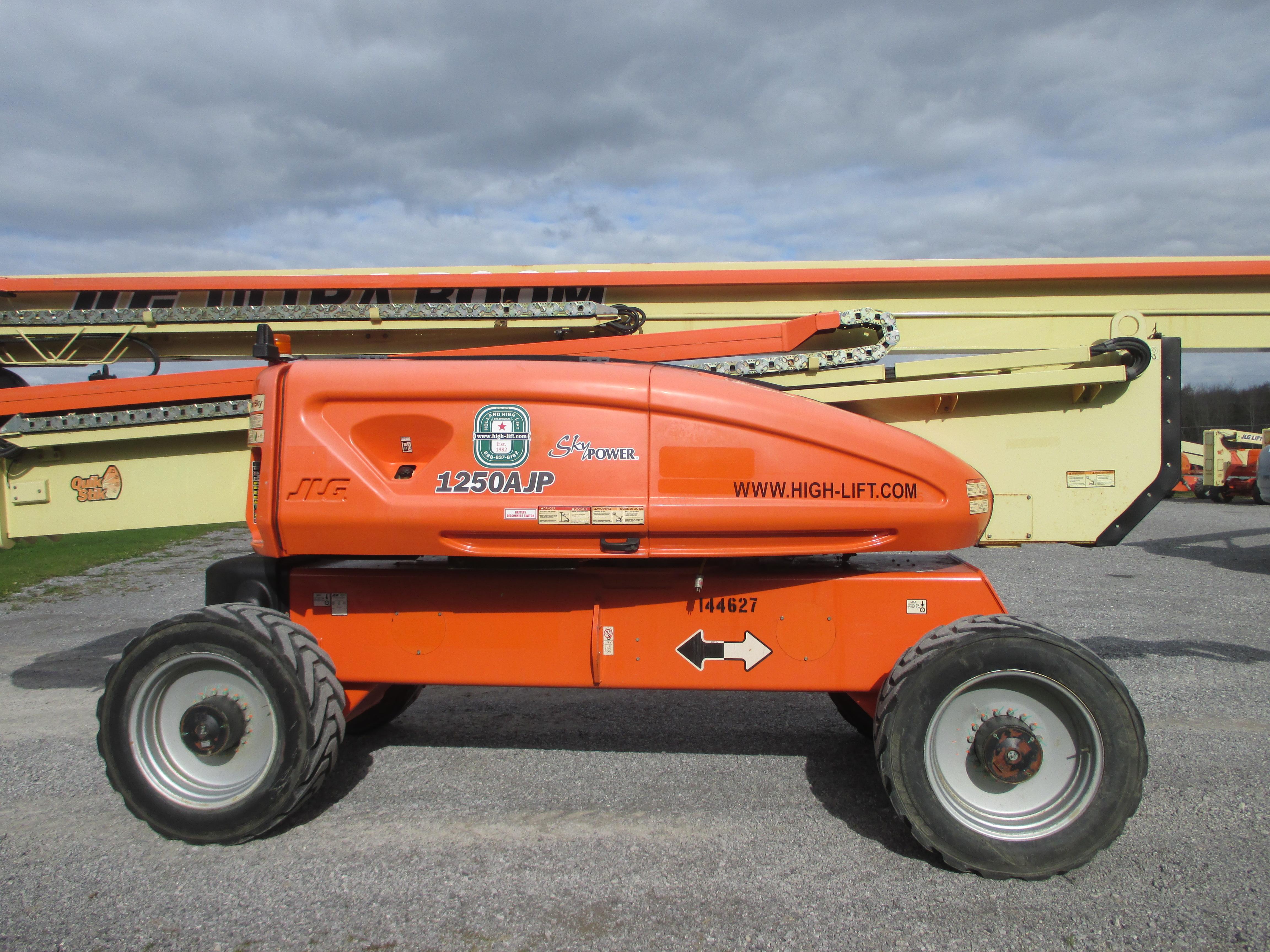 2011 JLG 1250AJP-8