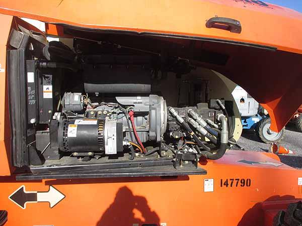 2011 JLG 800S-8