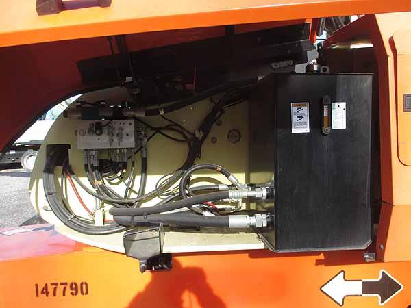 2011 JLG 800S-9